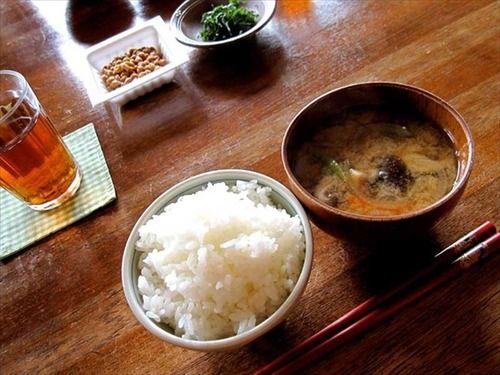 欧米人「日本の食事は塩分が多すぎる」