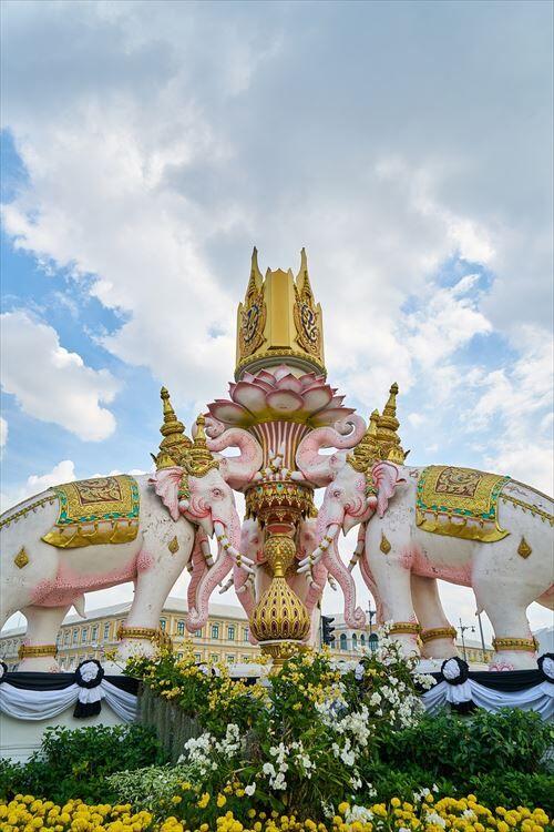 タイ「ご飯美味しいです、物価安いです、リゾート地沢山有ります、綺麗な寺院沢山あります」