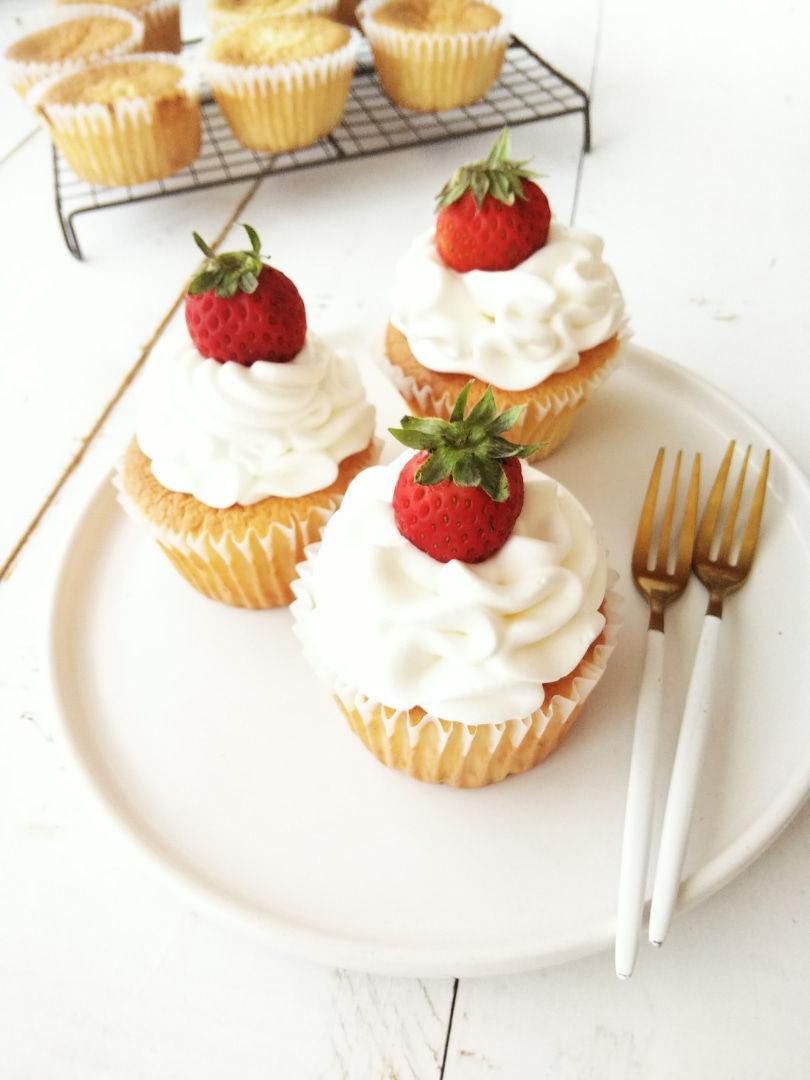 生クリームで作るカップケーキ