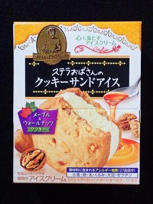ステラおばさんのクッキーサンドアイス メープル&ウォールナッツ