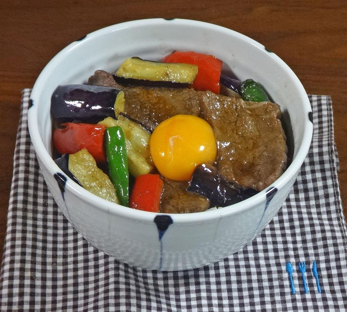 【夏バテ解消レシピ】夏野菜たっぷり!激うま 焼肉スタミナ丼