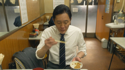 「孤独のグルメ」で激論、納豆のたれを入れるのは混ぜる前か後か