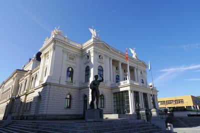 スイス旅行記 チューリッヒ オペラ座 観光IMGP3850