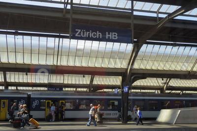 スイス旅行記 チューリッヒ中央駅IMGP3936