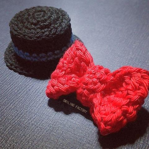 かぎ針編みで作った【えんとつ町のプペル】ルビッチの帽子🎩とリボン🎀