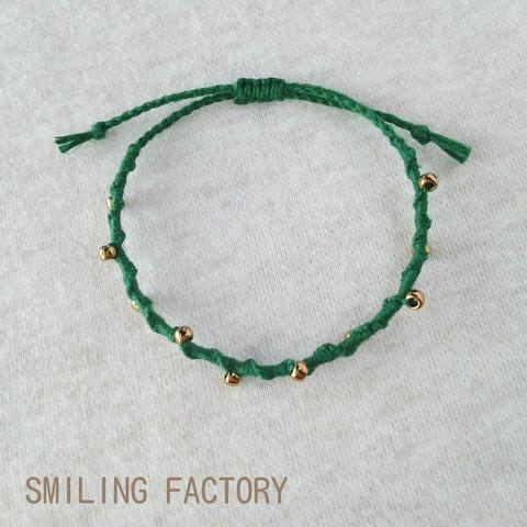 リネン糸のぐるぐるブレスレット/グリーン×メタルビーズ