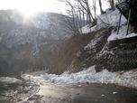切明温泉への道