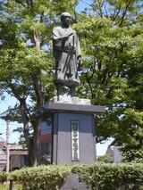 田中吉政公の像