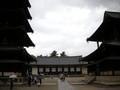 法隆寺五重塔(左)、金堂(右)、大講堂(正面)