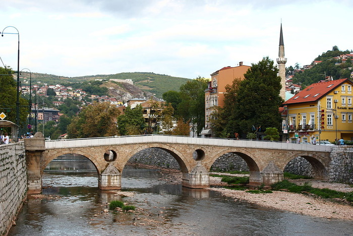 1024px-Sarajevo_Lateinerbrücke_1