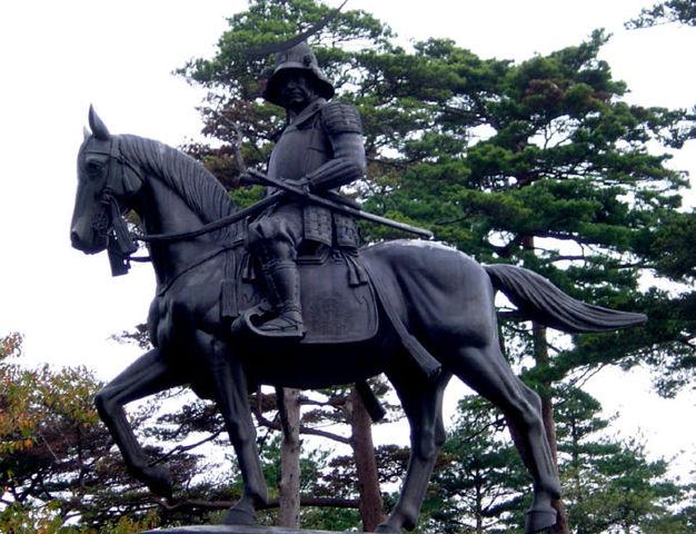 626px-伊達政宗の騎馬像01
