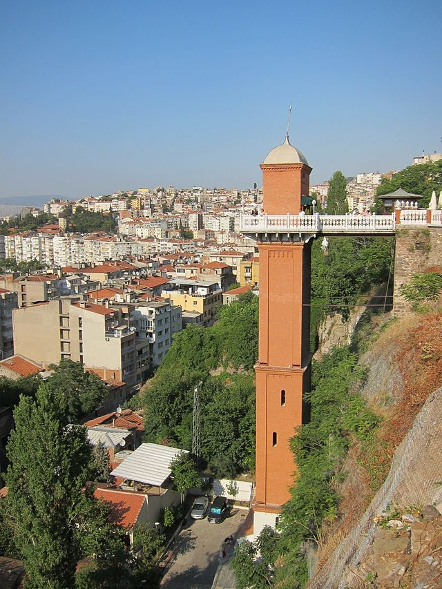 640px-Asansor_Side_View_Izmir_Turkey