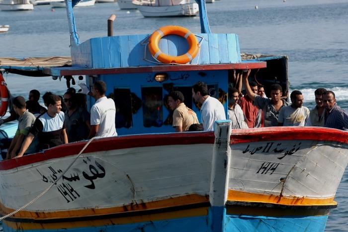 ランペドゥーザ島に着いたアフリカからの難民達