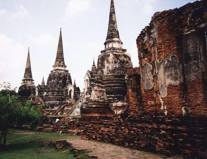 800px-Ayutthaya_3_pagodas