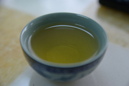 1024px-Small_cup_of_green_tea