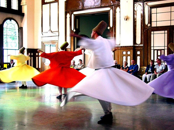 800px-Whirling_Dervishes_2