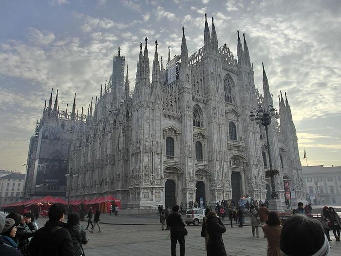 800px-Duomo_di_Milano_20130101