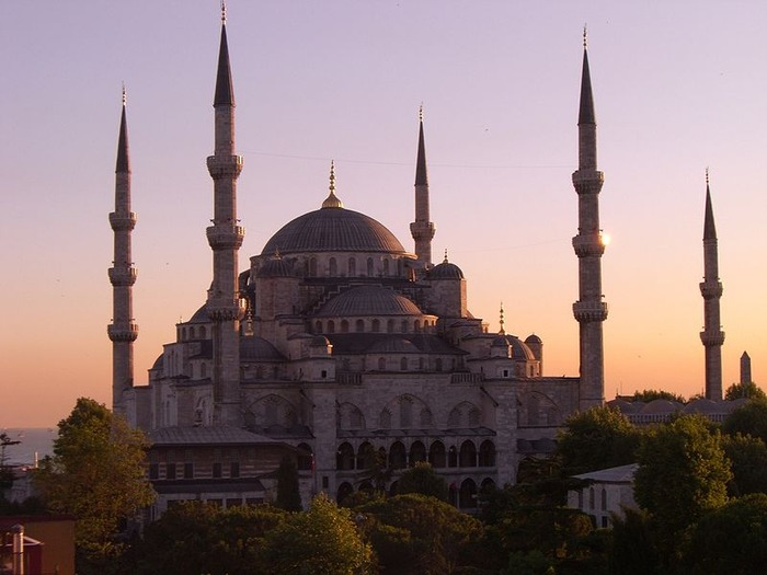 800px-Sultan_Ahmed_Mosque,_Istambul
