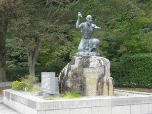 海和尚の像