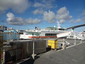 座間味行の旅客船