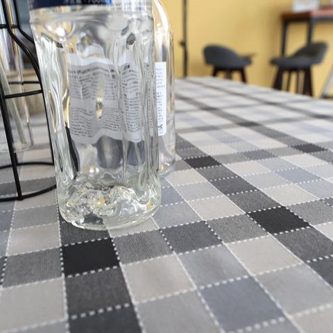 モノトーンチェックパターン・テーブルクロス2