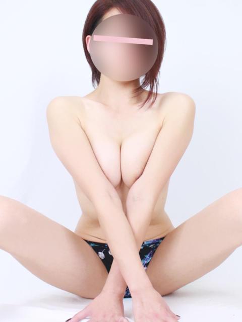 girl_5c026e4d3c7d60.16382164_480x640