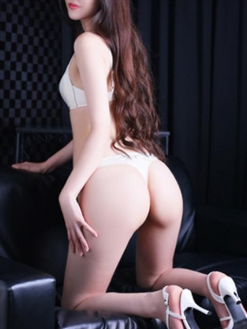 girl_5c17d6df19bd28.58145747_480x640