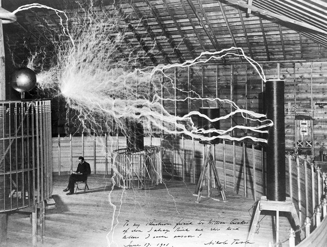 1920px-Nikola_Tesla,_with_his_equipment_Wellcome_M0014782
