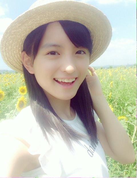 ひまわり畑の清井咲希
