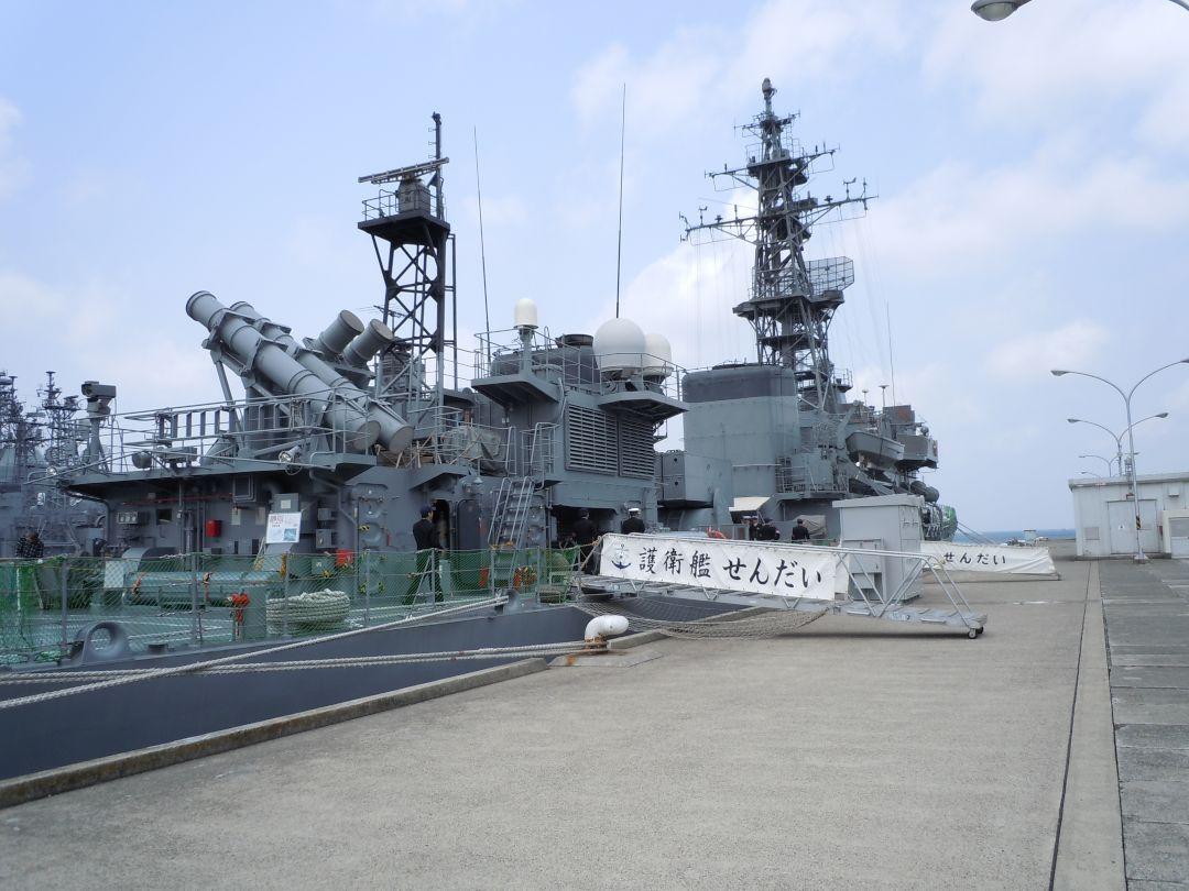 DSCN1511_s そして本日乗りこむ艦。あぶくま型護衛艦 4番艦「せんだい」さっそく乗り込.