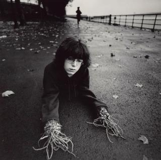 boy-root-hands-1971