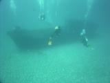 沈船へ潜降中