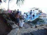 ダイビング後、部屋の目の前までボートで・・・