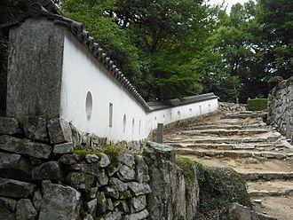 三の平櫓東土塀(重要文化財)