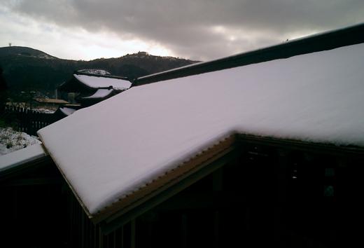 雪の箱根関所