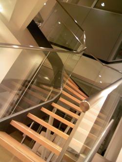階段もいちいち洒落ている。