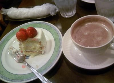 ショートケーキとココア