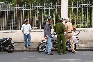 公安の取り締まり