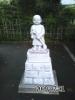 090701_不動寺・駐車場を掃く修行僧像