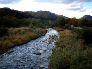 晩秋の里川