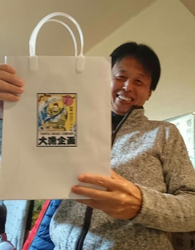 水野先輩のプレゼントは、先ず、手提げ袋から凝っている。