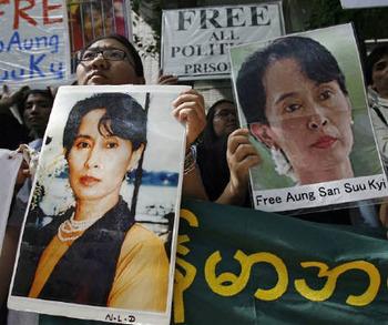 スー・チーさんが11月に解放…ミャンマー外相