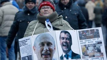 プーチン・メドベージェフ巨頭体制の危機