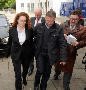 マスコミが国民から見放される日 タブロイド女王に刑事訴追
