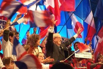 次期フランス大統領か??台風の目 国民戦線党首 マリーヌ ルペン