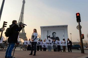 国境なき記者団の抗議活動と中国の人権問題に及び腰のフランス、ドイツ