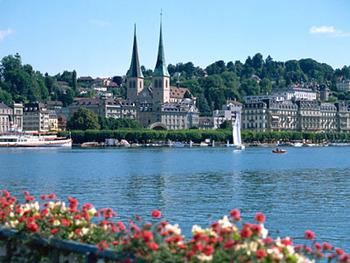 違法移民に苦悩するスイス