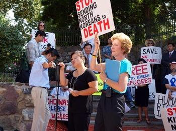アメリカの北朝鮮人権問題活動家のスーザン・ショルティ代表が北朝鮮人権問題に取り組まない韓国政界をセウォル号船長と同様だと批判する