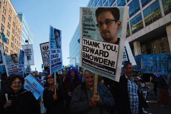 米国 情報機関の行き過ぎた情報収集活動にワシントンで大規模デモが発生 問われるオバマ政権の対テロ戦争