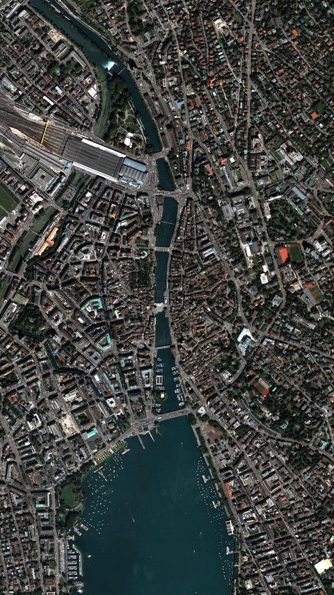 SatellitePhotograph06